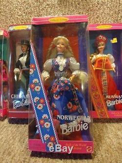 La Collection De Poupées Du Monde Barbie, Lot De 9, Est Neuve Dans Son Emballage Polonais Et Plus