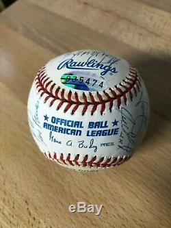 World Series Champions 1998 Balle Signée Par 21 Membres Des Yankees De New York